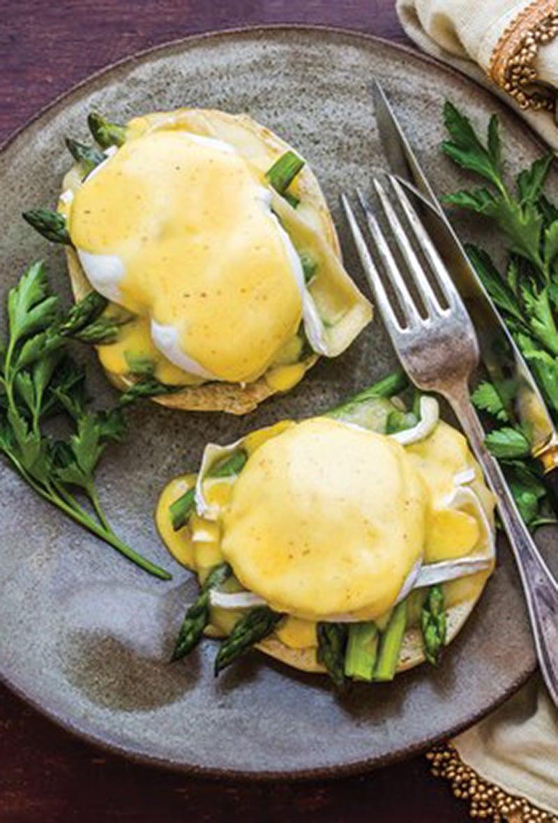 eggs-benedict-asparagus-and-brie
